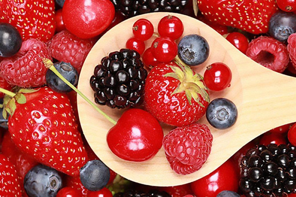 Trái cây màu đỏ rất tốt cho người bệnh vẩn đục dịch kính